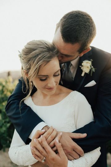 800x800 1502916401783 elegant romantic wedding day lindsey gomes photogr