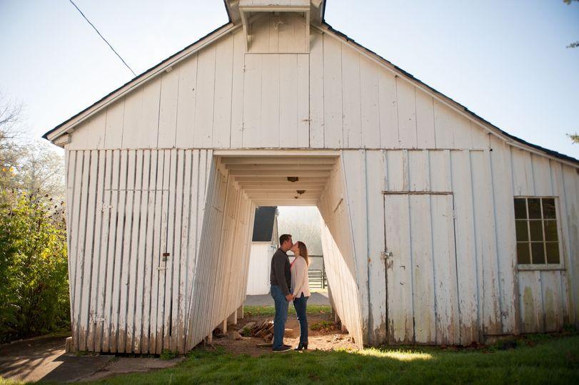 baltimore engagement photo, baltimore wedding photographer, maryland engagement photo in fall, barn...