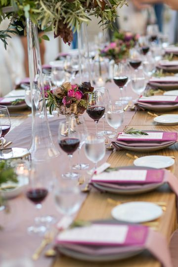 Long table with glass with red wine Wedi