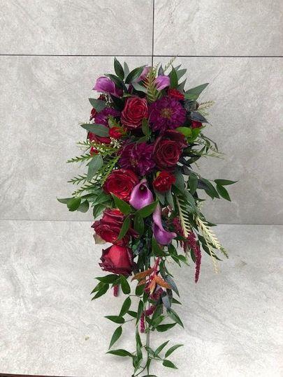 Dark cascading bouquet