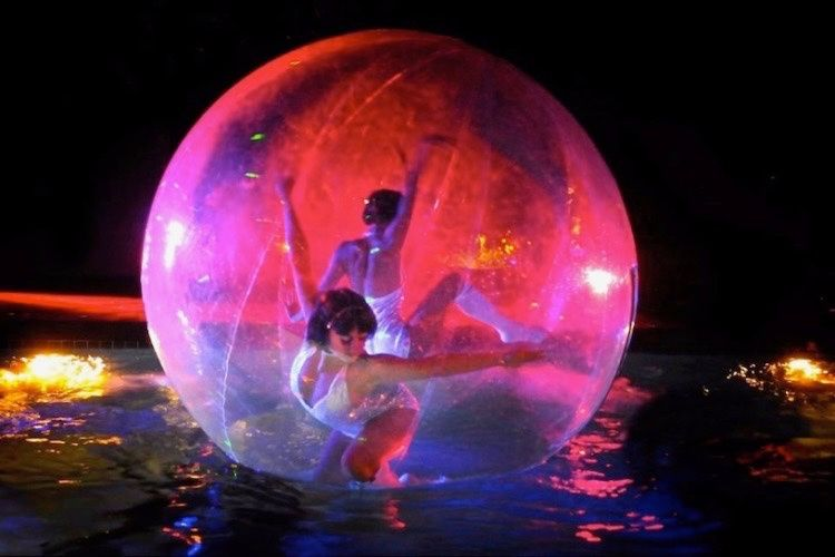 Girl in a Bubble entertainer