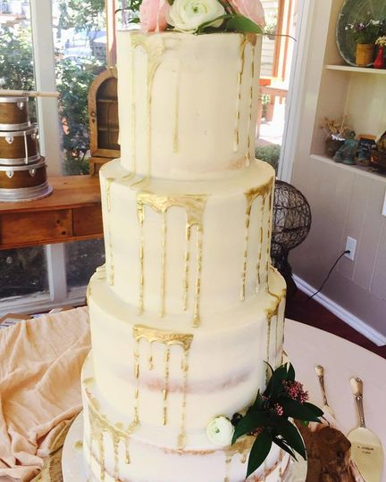 wedding cake gold drip