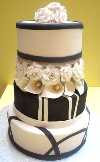 Black and White Modern Wedding Cake