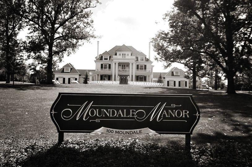 Moundale Manor