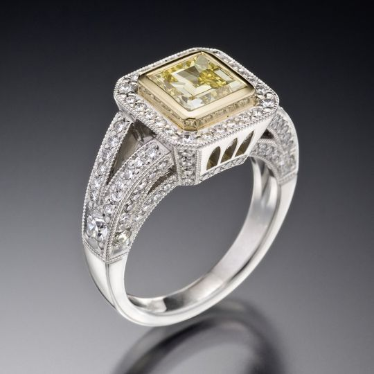 Juicy light, with styling similar to the juicy liqueur engagement