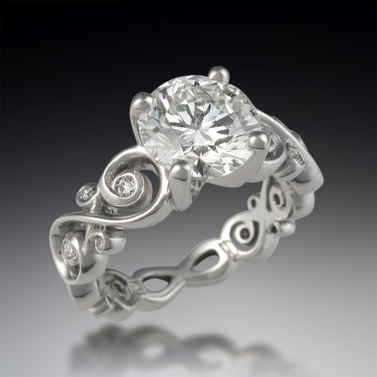 Four diamond accents for each infinity symbol in the band