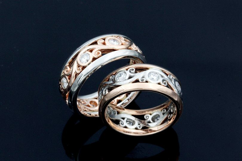 Carved Curls Wedding Ring Set
