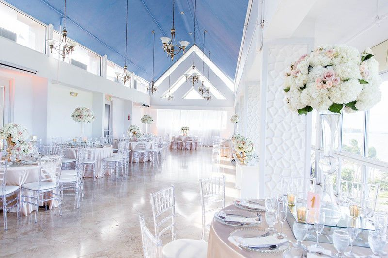 White event decor