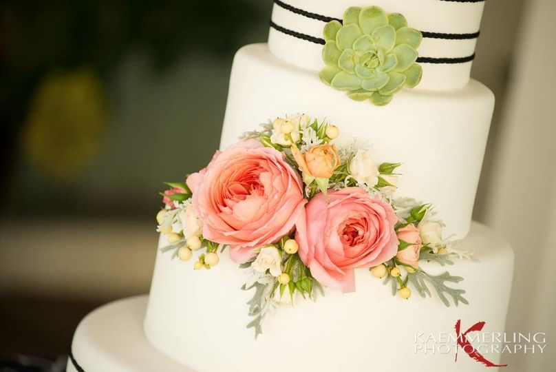 Modern cake floral with succulents