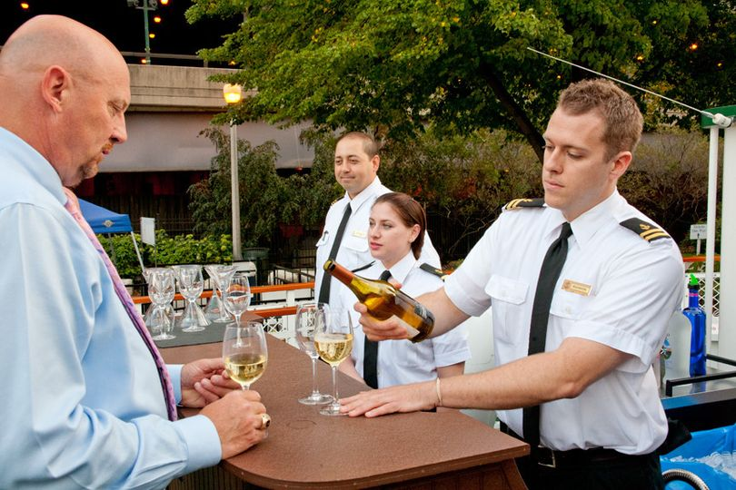 Full service bar packages with custom and high-end beverage options. Outdoor and indoor bars.