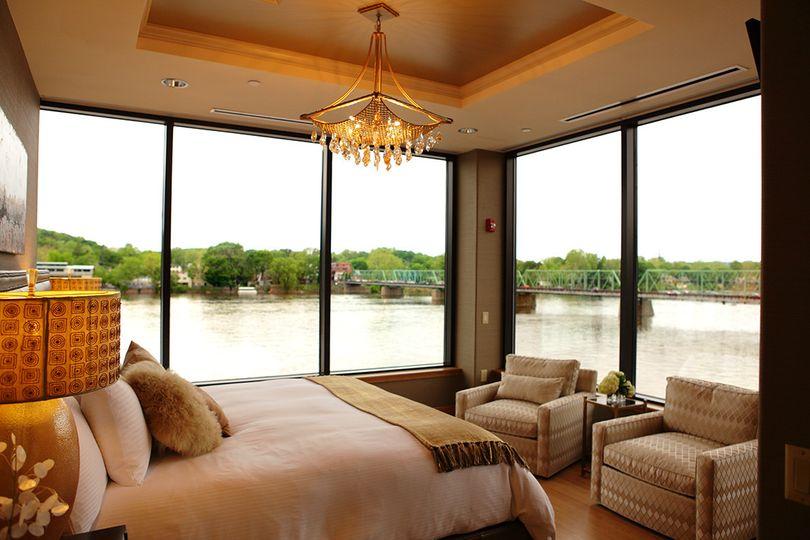Riverview bridal suite