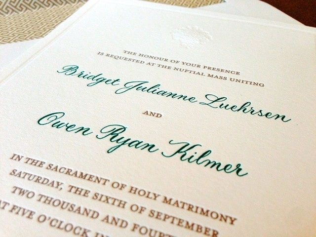 Spot calligraphy is used to highlight the special details of your wedding invitation.