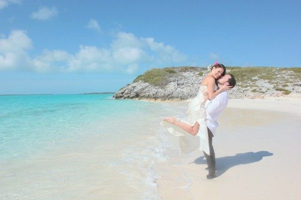 bahamas destination wedding coupl