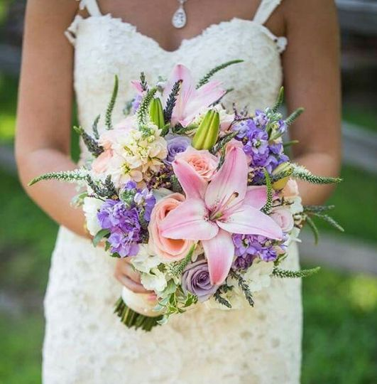 Bride with lavender and pink bouquet