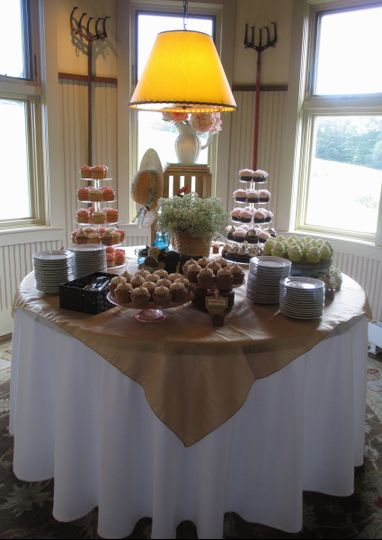 gibbet hill rustic cupcake display