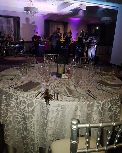 Table setting with chiavari