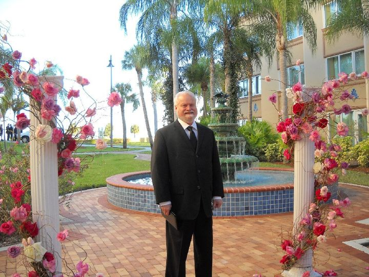Officiant Reverend Calvin McIlroy for religous and nonreligious ceremonies