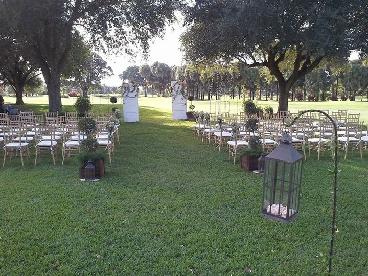 Lush, outdoor ceremony