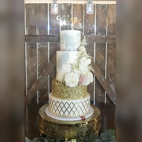 Maroccan marbeled wedding cake