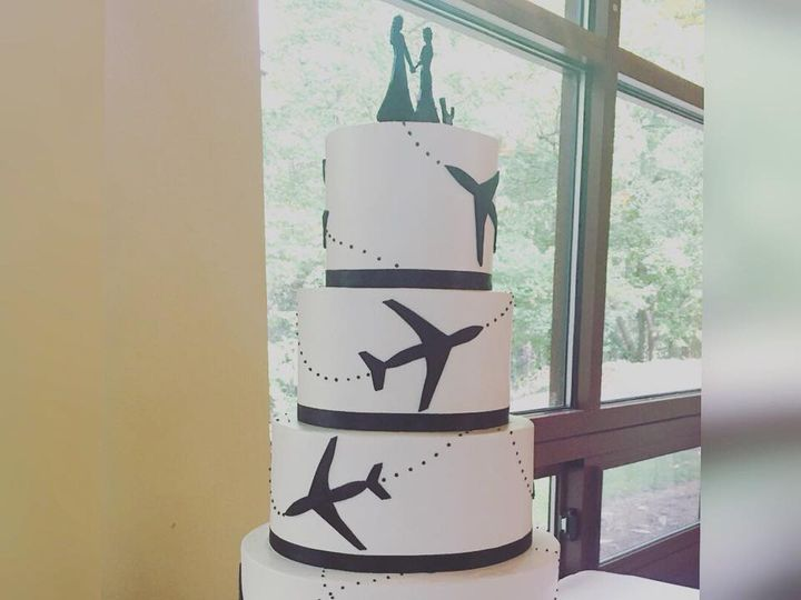 Tmx 22279836 1326524934126299 4663591185039362198 N 1 51 970296 V1 Buford, Georgia wedding cake