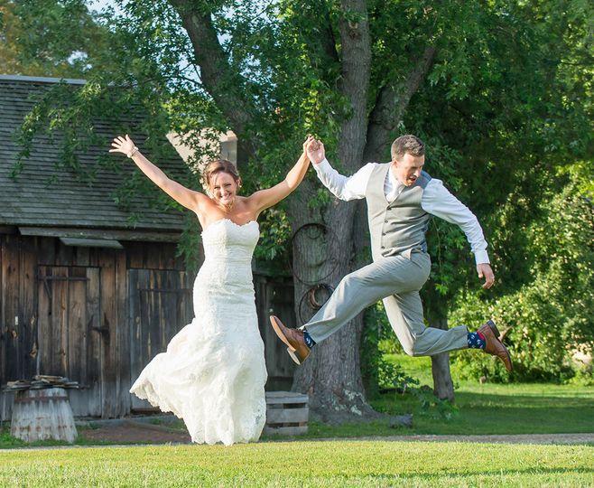 389e87f6857706e8 1534793779 44ea6a71e203d13d 1534793778890 4 wedding jump artif