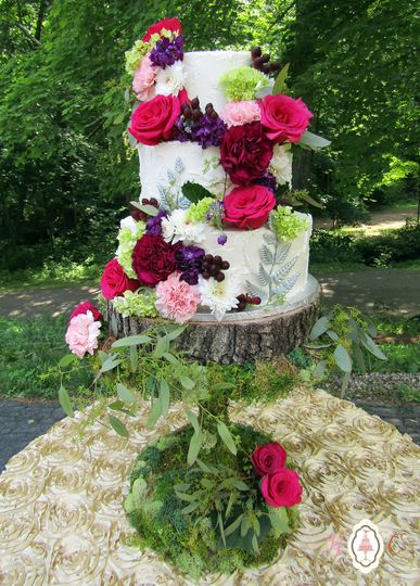 800x800 1512509925860 woodlands pearlized rustic buttercream and fresh f
