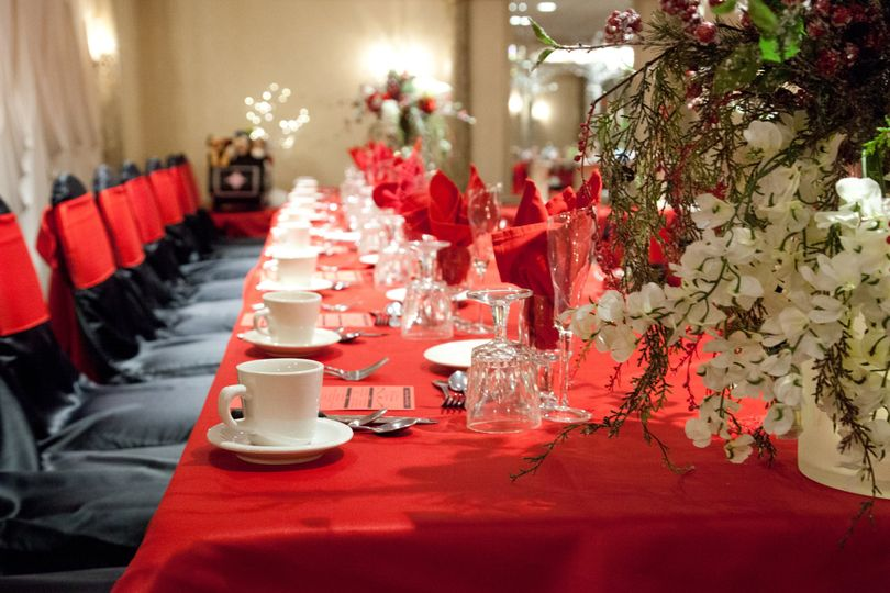 Head Table Black -Red Lamour
