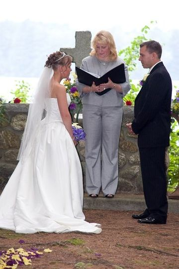 Jane e rokes nh justice of the peace wedding officiant for Wedding dresses for justice of the peace