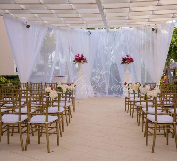 Iberostar Lazy river - wedding ceremony decor