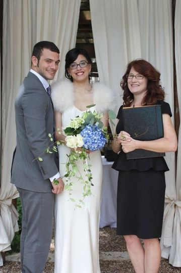 Newlywed couple with Katrina Baecht