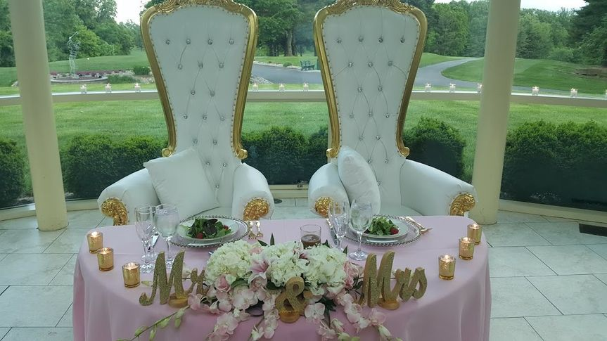 Blush head table with gold accents