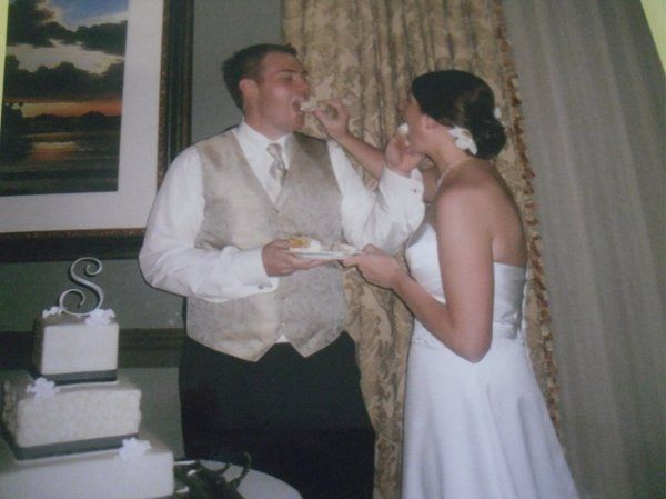 Couple's eating cake