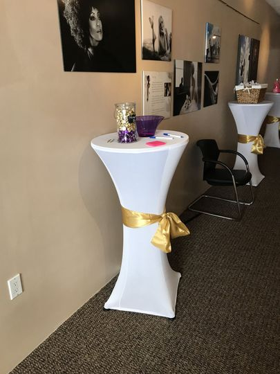 Sample decor on cocktail table