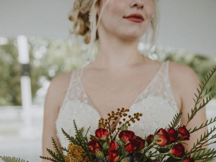 Tmx  G8a0400em 51 1014696 1572479639 Windsor Heights, IA wedding florist