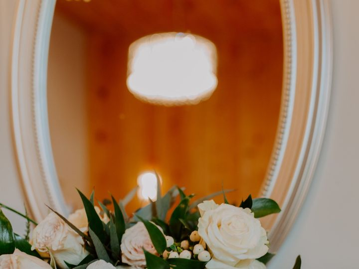 Tmx 0p3b4475 5 51 1014696 1559170148 Windsor Heights, IA wedding florist