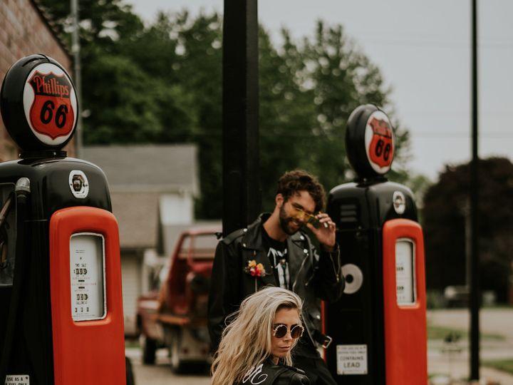 Tmx 1535478234 C6e30c01068371ba 1535478231 E97aa84e5996897b 1535478229207 14 Road Trip Romance Windsor Heights, IA wedding florist