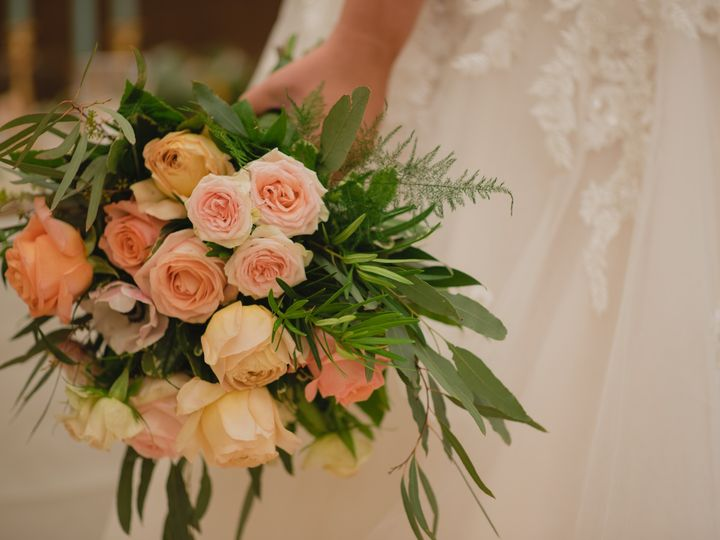 Tmx Dsc 7236 51 1014696 1559170177 Windsor Heights, IA wedding florist