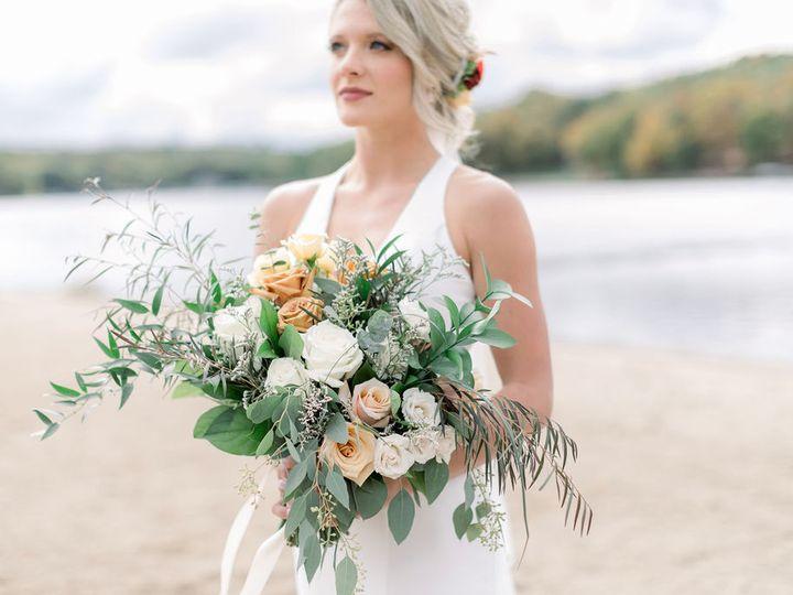 Tmx Kacieblakewedding Brookepavelphoto0209 51 1014696 161732276570678 Windsor Heights, IA wedding florist