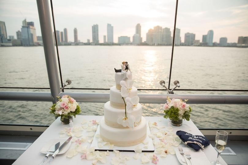 587665baa6b96d90 1518458081 9212c54c1b5d6444 1518458075246 16 wedding cake nyc