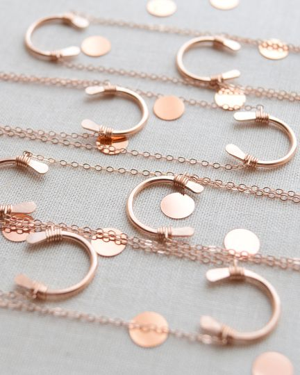 This bridesmaid gift set features beautifully hand crafted horseshoes on a shiny, petite 17 inch...