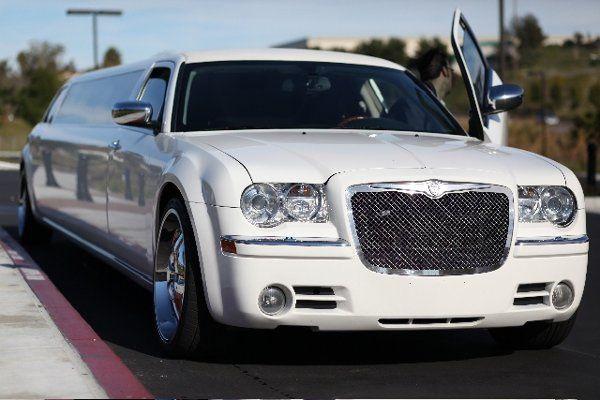 Elite Image White Chrysler 300C Limo