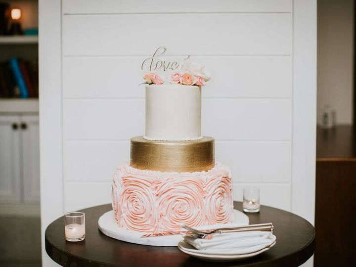 Tmx 1532373803 8da40d698381a75c 1532373802 94461f380cbc6a8f 1532373798383 6 Cake On Table Miami Beach, Florida wedding venue