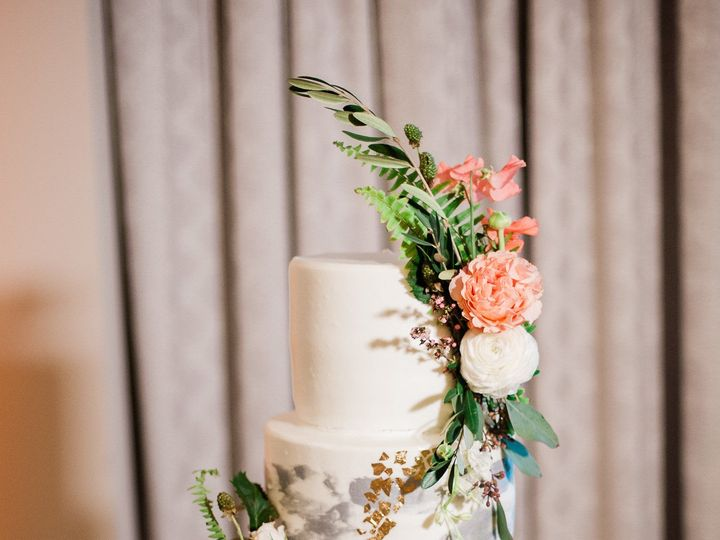 Tmx 1532374056 80c2746694349d0d 1532374055 810c3a9c3019ecc9 1532374037408 17 Cake Photo Miami Beach, Florida wedding venue