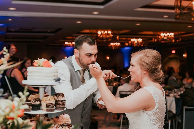 800x800 1502736814639 madisonweddingsheratonreceptioncake cutting