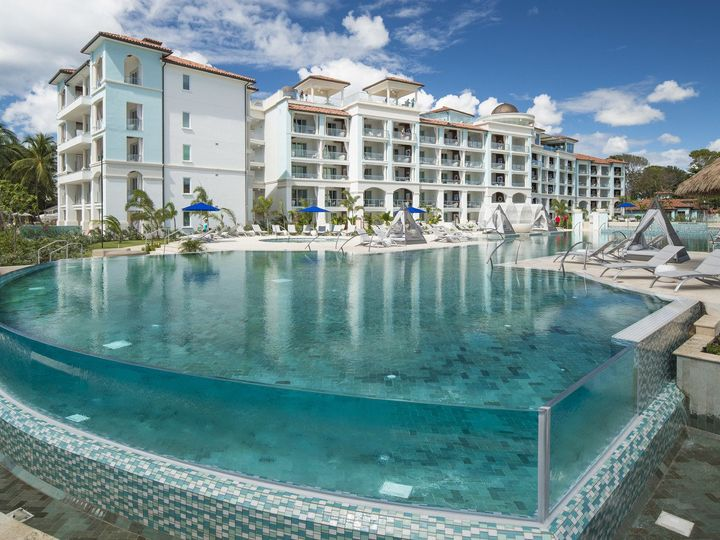 Tmx Sbr Main Pool Proximity 091 51 78996 160334409143745 Saint Petersburg, FL wedding travel