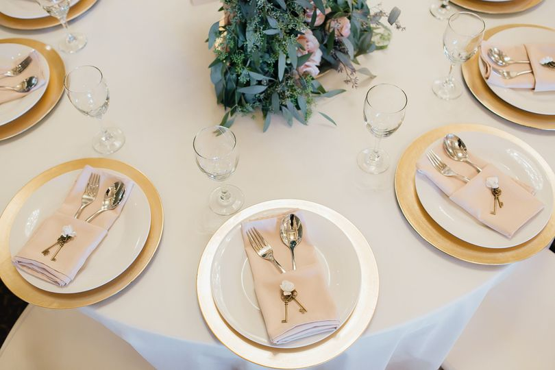 Solid gold charger plates with pale pink