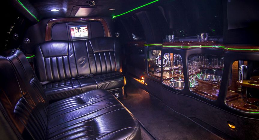 14 seater limo