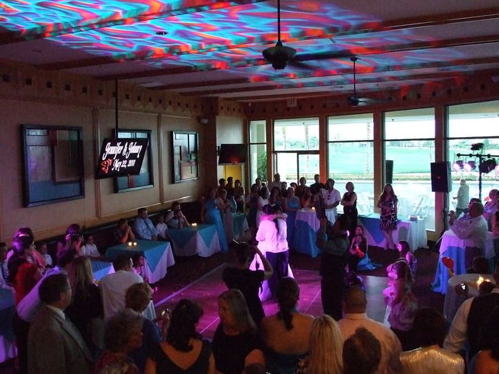 Special lighting during the first dance