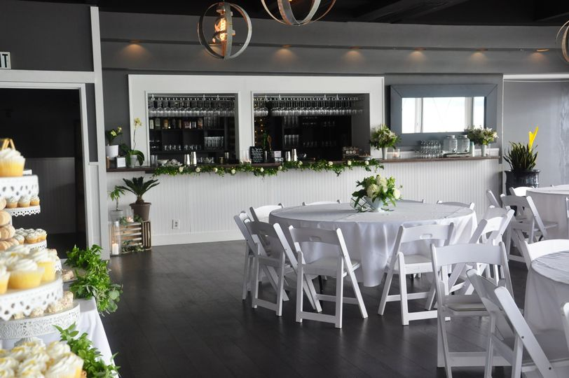 Complementry venue for decor