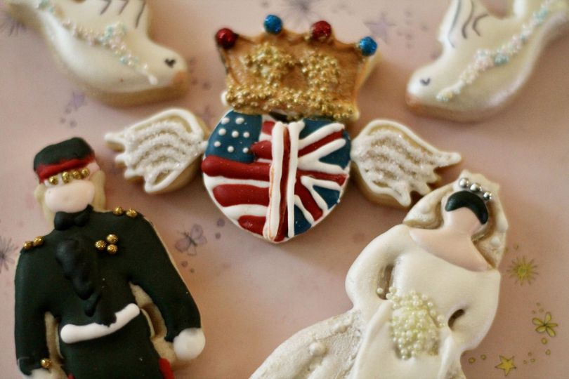 Bride and Groom Customize Cookies